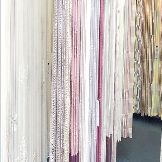 220cmの高さの実際に縫製してある大きいサンプルを1000点以上常時展示!!国内一流メーカーのカーテンを地域最大級のボリュームからお選び頂けます。